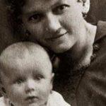 Лікар радив зробити аборт, а вона народила Кароля Войтилу