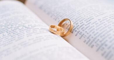 Чи повинні християни зустрічатися з нехристиянами?